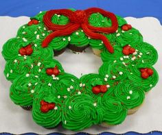 Christmas Wreath Cupcake Cake (pic only)