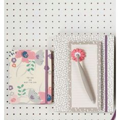 Magnetic shopping list pad with magnetic pen - If you seem to spend half your life hunting for a pen and paper, it's time to rejoice! This super handy note set will solve all your problems - just stick it to your fridge and you'll always have a place to write down important stuff.