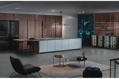 Einrichtung & Design Köck zeigt eine große Inselküche von INTUO in einem offenen Wohnraum. Einrichtung & Design Köck zeigt INTUO | www.wohntraum-design.at Vevey, Design Studio, Küchen Design, Cuisines Design, New Kitchen, Conference Room, Divider, Inspiration, Cabinet
