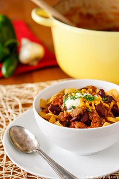 Favorite Chili Recipe -- this easy chili recipe can be made in your slow cooker or on the stovetop for a delicious and hearty winter meal! Chili Recipes, Slow Cooker Recipes, Crockpot Recipes, Soup Recipes, Cooking Recipes, Easy Recipes, Mimosas, Favorite Chili Recipe, Favorite Recipes