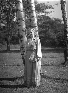 Galleri NOR Oslobunad (Frk Marit Arnesen) 1951 Oslo, Garden Sculpture, Couple Photos, Outdoor Decor, Couple Pics, Couple Photography