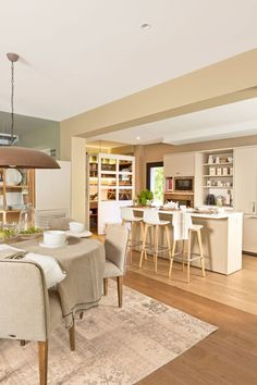 Open Plan Kitchen Living Room, Loft Kitchen, Kitchen Decor, Kitchen Design, Dining Room, Beach Kitchens, Home Kitchens, Made To Measure Furniture, Banquette