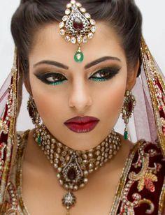 Machiajul indian make up