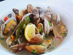 西洋炒蜆的蛤蜊粒粒飽滿,醬汁配麵包是絕佳組合。(澳門旅遊局提供)