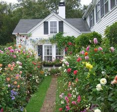 {Emily Post's cottage garden in Edgartown on Martha's Vineyard - photo via here } Once again, I am packing our bags feverishly for a whirl. Garden Cottage, Home And Garden, Cottage Front Yard, Plants Are Friends, Exterior, Better Homes And Gardens, Clematis, Dream Garden, Garden Inspiration