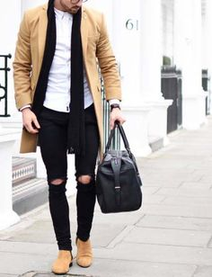 head to gym after work // gym bag // urban men // boys // city life // healthy life // suede shoe // long coat //