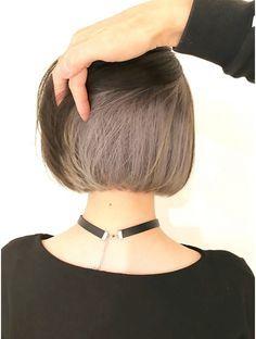 Under Hair Dye, Under Hair Color, Two Color Hair, Hair Color Streaks, Hair Color Purple, Hair Highlights, Underdye Hair, Hair Dyed Underneath, Short Dyed Hair