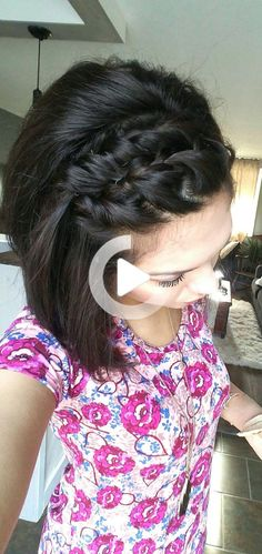 Double twists & some bobby pins. Simple, fun, cute style for short hair with bangs! Short Hair Styles Easy, Short Hair Updo, Short Hair With Bangs, Easy Hairstyles For Long Hair, Hairstyles With Bangs, Short Hair Cuts, Medium Hair Styles, Bobby Pins, Twists