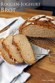 Roggen-Joghurt-Brot Rye yoghurt bread is a delicious and fast mixed bread. The portion is enough for a small family or a two-person household. Bread Bun, Rye Bread, Yogurt Bread, Pampered Chef, Food Blogs, Bread Baking, Smoothie Recipes, Bread Recipes, The Best
