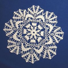 Crochet doily with a modern pattern Crochet by Handicraftshed