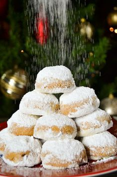 A healthy version of the Greek traditional Christmas snowball cookies - kourambiedes - made without butter, just with extra virgin olive oil. Greek Christmas, Snowball Cookies, Christmas Cookies, Feta, Olive Oil, Butter, Cheese, Traditional, Christmas Crack