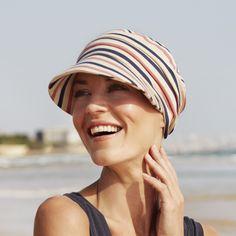 Gorra drapeada de algodón con visera y protección solar índice 50+  específica para mujeres en tratamiento de quimioterapia. www.hierbaverde.com 6b12114c352