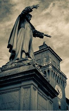 In the centre stands the monument to Girolamo Savonarola, built in 1875 in honour of the famous reformer born in Ferrara in 1452