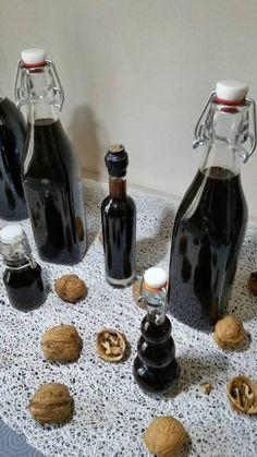 vin de noix fait maison - toc-cuisine.fr Coffee Maker, Kitchen Appliances, Parmesan, Fruit Drinks, Homemade Wine, Rum, Canning, Morning Breakfast