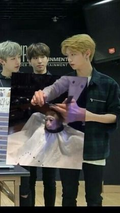 Chan: What are you doing to that poor monkey. Felix : Yah Bro mind you own business . Han: You disappoint me Funny Kpop Memes, Kid Memes, K Pop, Felix Stray Kids, Kids Icon, Crazy Kids, Indie Kids, Meme Faces, Mood