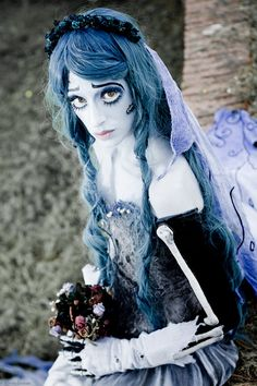 FB page: Princess ValeChan Page LUCCA 2012 Me as Emily - Corpse Bride movie Photo By Sylvain Leobon Costume and Makeup by Me. I love Tim Burton and recreate this costume in addition to being a big . Corpse Bride Makeup, Corpse Bride Costume, Fete Halloween, Easy Halloween, Pretty Halloween, Halloween Season, Halloween 2013, Halloween Dress, Epic Cosplay