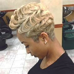 Incredible The pixie hairstyles for black women 16 The post The pixie hairstyles for black women appeared first on Amazing Hairstyles . Short Sassy Hair, Short Hair Cuts, Short Hair Styles, Natural Hair Styles, Love Hair, Great Hair, Gorgeous Hair, Ombré Hair, Her Hair