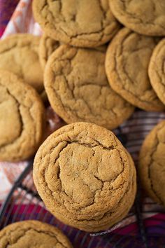 These soft and chewy ginger molasses cookies are guaranteed going to be the softest and chewiest cookies you'll ever make! Cookie Table, Cookie Desserts, Just Desserts, Delicious Desserts, Dessert Recipes, Bar Recipes, Healthy Recipes, Beignets, Ginger Molasses Cookies