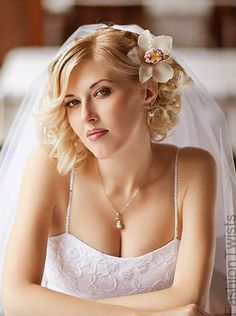 wedding hairstyles for short hair with veil love the flower!