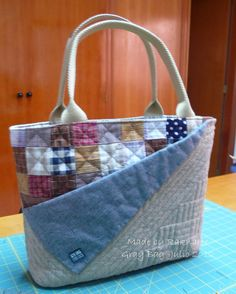 bolsa-bag pap http://come2quilt.blogspot.com.br/2012/07/gray-bag-mini-howto.html