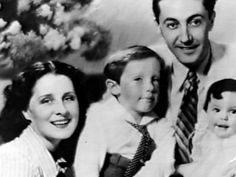 Irving Thalberg, Norma Shearer and children, c. Old Hollywood Stars, Old Hollywood Movies, Hollywood Icons, Golden Age Of Hollywood, Vintage Hollywood, Hollywood Glamour, Classic Hollywood, Irving Thalberg, Four Movie