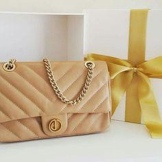 279193683 Treat yourself with some bag love! 👜💛 #xmasdumond #regram @dumondsaoluis  Guloseimas