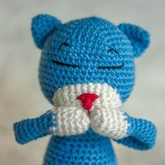 Make an adorably poseable kitty with this free crochet pattern.
