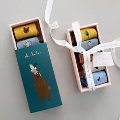 Sock Gift Box Sock Gift Box The post Sock Gift Box appeared first on ThealiceOnline. Cool Packaging, Packaging Design, Clothing Packaging, Packaging Manufacturers, Bottle Design, Box Design, Diy Gifts, Gift Wrapping, Socks Package