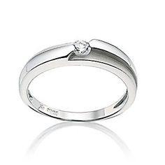 .love everything about this ring. its perfect