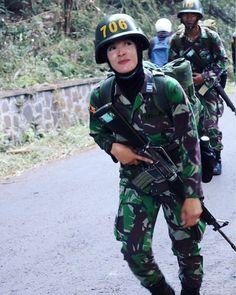 Military Women, Riding Helmets, Army Girls, Legends, Beauty, Beautiful, Color, Fashion, Moda