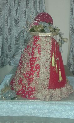 Wedding lehenga packing Lehenga, Saree, Trousseau Packing, Wedding Lehnga, Designer Punjabi Suits, Packing Ideas, Indian Wedding Decorations, Wrapping Ideas, Gift Packaging