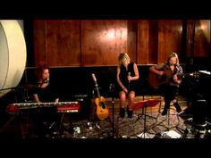 Martha Marlow, Abby Dobson & Katie Noonan - Big Yellow Taxi (Live at Mus...