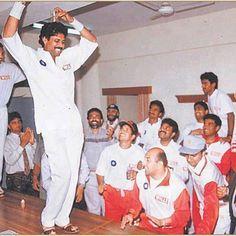 Rare Images, Rare Pictures, Rare Photos, Vintage Photos, Kapil Dev, Dhoni Wallpapers, World Cricket, Rare Historical Photos, India Facts