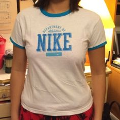 PRE-FALL SALE Nike T-Shirt Like new condition, great to wear for workouts 😊 no flaws. Will model if requested 😊 🚫 NO TRADES, NO HOLDS, NO PAYPAL, NO MERCARI 🚫 smoke free, pet free home 😊 let me know if you have any other questions 😊 Nike Tops Tees - Short Sleeve