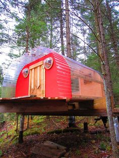 The U.B. 30 Treehouse: Good #Feng Shui, red color around front entrance, creative & modern bright house expresses as yang energy in a yin forest environment. That feels uber-good.