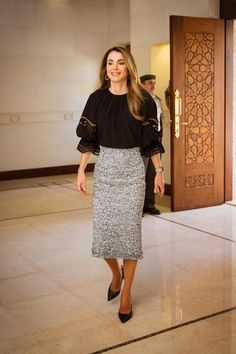 Queen Rania Will Show You How to Make a Statement with Your Skirts #Celebrity_Style #Queen_Rania #How_to_wear_skirt