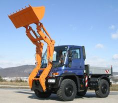 Unimog with front loader