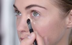 Una soluzione per tutti i tipi di occhiaie: blu; viola; marroni... Come scegliere la tipologia di correttore e quali sono i passaggi per coprire le occhiaie