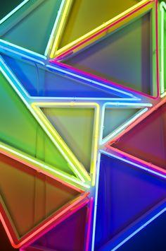 Neon triangles by David Batchelor Neon Colors, Bold Colors, Rainbow Colors, Light Colors, Neon Nights, Neon Rainbow, Neon Aesthetic, Jolie Photo, Art Plastique