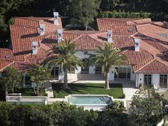 the-most-famous-celebrity-homes-of-all-time-david-victoria-beckham David and Victoria Beckham's House