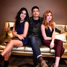 Emeraude Toubia and Katherine McNamara Clary Et Jace, Clary Fray, Shadowhunters Tv Series, Shadowhunters The Mortal Instruments, Isabelle Lightwood, Alec Lightwood, Cassandra Clare, Shadow Hunters Cast, Constantin Film