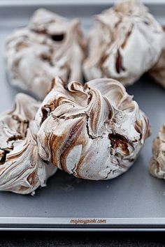 Bezy cynamonowo - czekoladowe