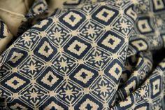 Pour homme et femme, cette grosse écharpe en coton naturelle bio est fabriquée de manière artisanale en Inde.