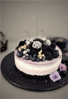 BEAUTIFUL <3 Gefrorener Beeren-Oreo-Cheesecake und Brombeer-Joghurt-Eis (oreo desserts powdered sugar)