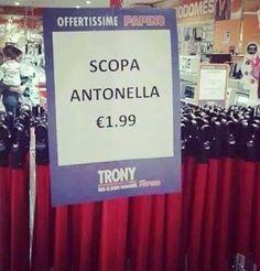 Foto Divertente: Cartello scopa antonella Italian Life, Just Smile, Emoticon, Lotr, Funny Memes, Social Media, Facebook, Google, Quotes