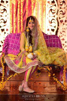 Pakistani wedding mehndi dress. Love her dupatta, payal and khussa.
