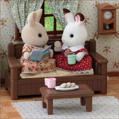 Sylvanian Families Chatting Sette - chair winds up so the cushions move up and down so it looks like they are having a nice chat. Sylvanian Families, Bratz Doll, Dolls, Calico Critters Families, Family Coloring Pages, Family World, Bunny Toys, Cute Toys, Farm Yard