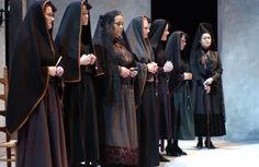 Rachel Holland (R) and the mourners of La Casa de Bernarda Alba