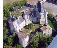 Entre 1569 et 1592, Louis de St-Gelais, amiral de la flotte protestante, fait de Cherveux, occupé 3 fois par les catholiques durant la période, un des boulevards de la Réforme en Poitou. Délaissé par ses propriétaires, le château est ensuite tenu par la marquise de Nonant, puis par Marie-Félicité du Plessis-Châtillon, guillotinée à Paris en 1794.