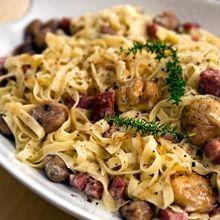 Πεντανόστιμη συνταγή φτιαγμένη από κιμά λουκάνικου μαύρου χοίρου και βελούδινα κάστανα Sweets Recipes, Yummy Recipes, Yummy Food, Pasta, Ethnic Recipes, Tasty Food Recipes, Delicious Food, Pasta Recipes, Pasta Dishes